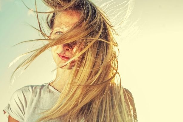 Cheveux méchés, colorés